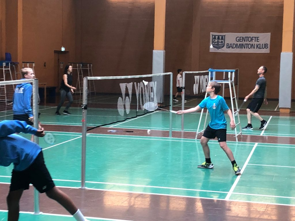 Leje badmintonbane