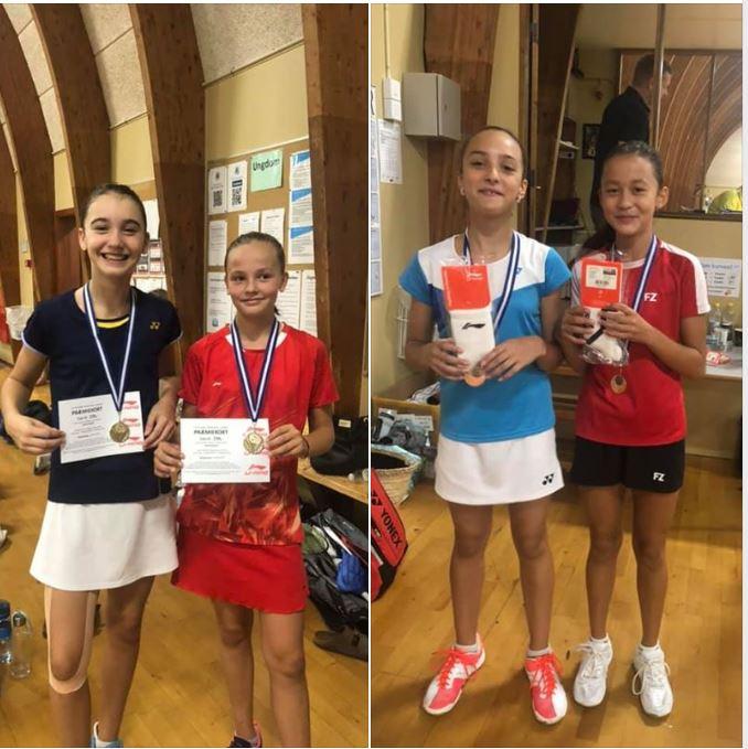 Marie Viscovich og Filippa Wellendorf fra Gentofte Badminton Klub nyder resultaterne i Lillerød U13M